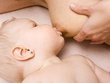 Приемные мамы тоже могут кормить детей грудью