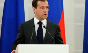 Медведев повысил пособие на детей-инвалидов до 604 рублей