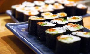 Диетологи признали пользу суши