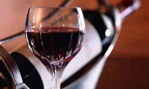 После 40 лет женщинам обязательно надо пить вино
