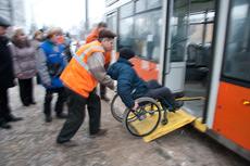 Перед смоленскими инвалидами закрыты даже двери трамваев