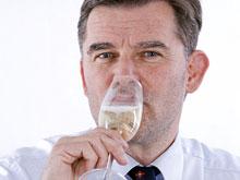 Люди средних лет пьют больше всех, заявляют эксперты