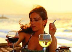 Почему женщинам труднее бросить курить?