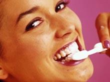 Чистка зубов сразу после приема пищи провоцирует кариес