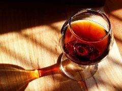 Женщины страдают аллергией на вино в два раза чаще, чем мужчины