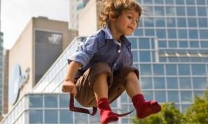 Педиатры запрещают детям прыгать на батуте