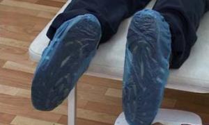 Калужский ТФОМС запретил поликлиникам продавать бахилы