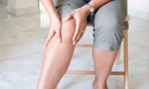 Почему осенью ломит суставы