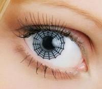 Декоративные контактные линзы могут повредить глаза