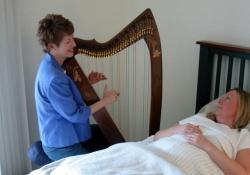 Музыкальная терапия улучшает результаты хирургических операций