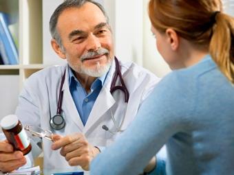 Росздравнадзору поручено следить за рекламой лекарств в медучреждениях