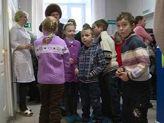 Смоленские стоматологи провели бесплатную акцию для детей из деревни Шапы