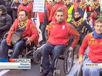 В Мадриде против реформы здравоохранения протестовали инвалиды-колясочники
