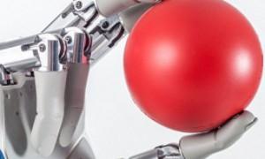 Швейцарские ученые разработали бионическую руку с чувством осязания