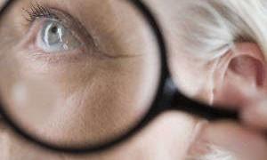 Прием витаминов С и Е приводит к катаракте