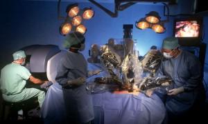 На робота-хирурга стали подавать в суд: что стало причиной судебных исков