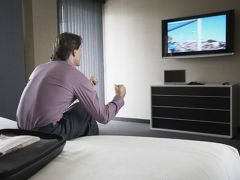 Почему мужчинам не стоит смотреть телевизор