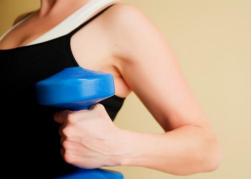Комплекс упражнений для женщин с гантелями