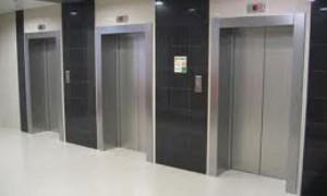 Все московские поликлиники оборудуют лифтами и держателями для тростей