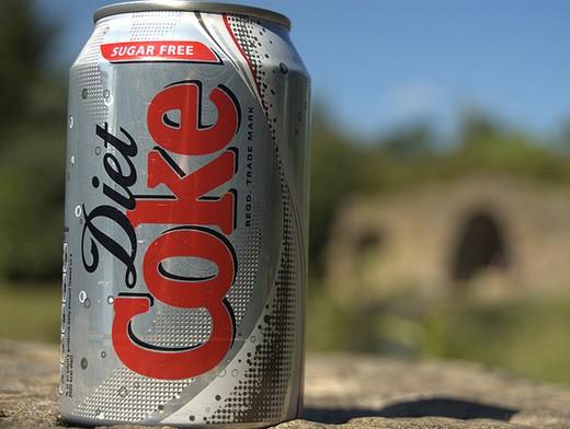 Доказано: низкокалорийные напитки ведут к ожирению