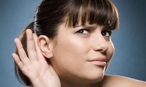 Человек начинает плохо слышать из-за повседневных шумов