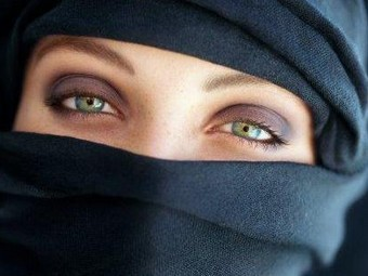 Британским врачам запретили носить паранджу и никаб