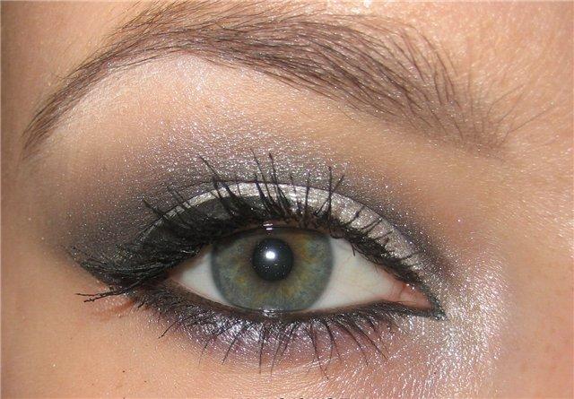 С чем нельзя смиряться в макияже глаз