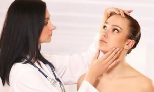 Как удалить жировики на лице самостоятельно