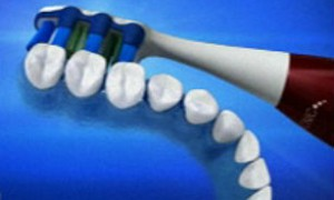 Электрические зубные щетки вызывают удушение и травмы глаз