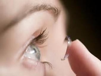 Глазные капли при глаукоме предложили заменить контактными линзами