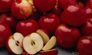 Одно яблоко может спасти от инфаркта, утверждают ученые