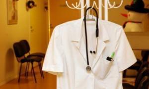 Медучреждения хабаровского края укомплектованы врачами на 50%