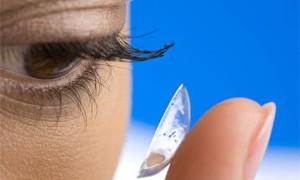 Ношение линз может привести к слепоте