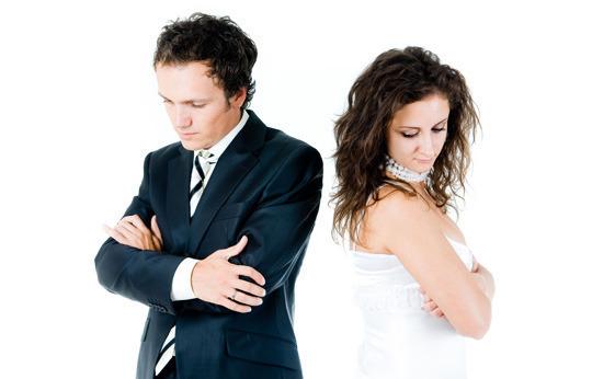 Конфликты в соцсетях становятся причиной разводов, выяснили ученые