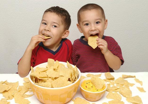 Ученые: чипсы тормозят развитие детей