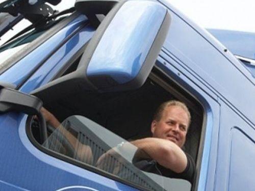 Минздрав запретит низкорослым людям водить грузовики и автобусы