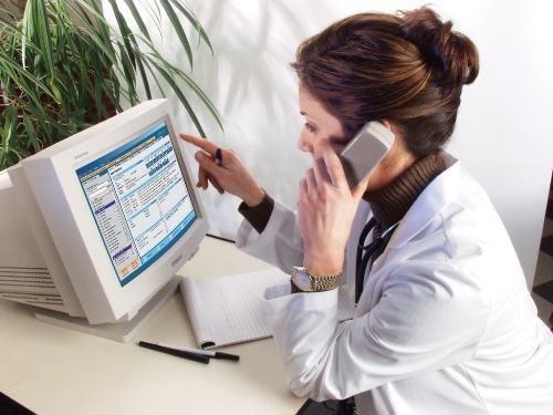 Московские врачи начнут прием пациентов по телефону