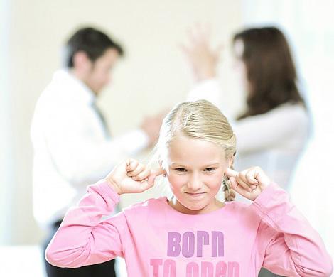 Ученые: ссорясь, родители срывают злость на детях