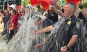 Флэшмоб Ice Bucket Challenge за месяц собрал почти сто миллионов долларов