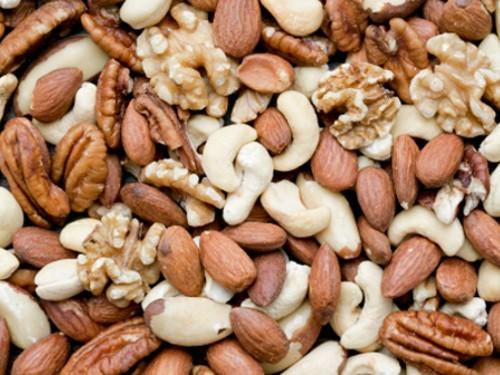 Диабетикам посоветовали заменить углеводы орехами