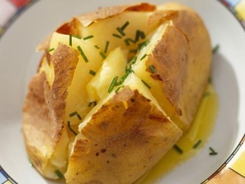 Картофель посоветовали включить в диету для похудения