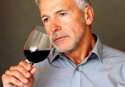 Компонент красного вина способен защитить пожилых мужчин от тяжелых переломов