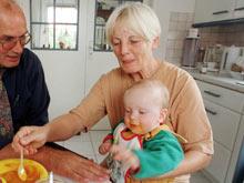Маленькие дети облегчают симптомы менопаузы