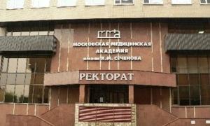 Первый мед согласился бесплатно переучить уволенных медиков на врачей общей практики