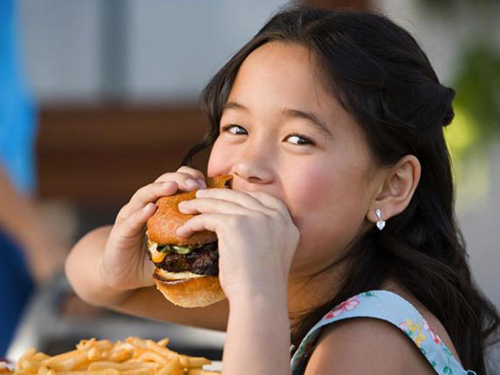 Фаст-фуд приводит к проблемам в здоровье у детей