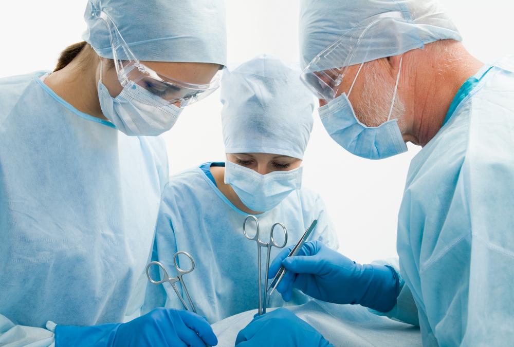 Московские хирурги провели операцию на печени с помощью робота Da Vinci