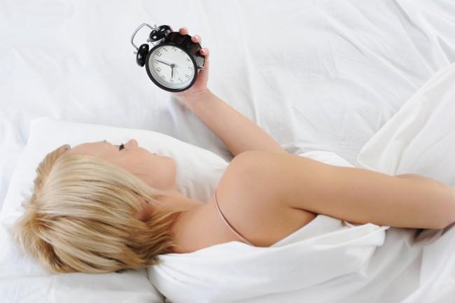 Ученые обнаружили связь между гипертонией и длительным засыпанием