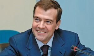 Медведев поручил усилить госконтроль за предельными надбавками к стоимости ЛС
