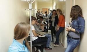 Главврачей четырех столичных поликлиник уволили из-за очередей