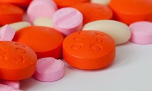 Чиновники и депутаты вместе с семьями получили право на бесплатные лекарства